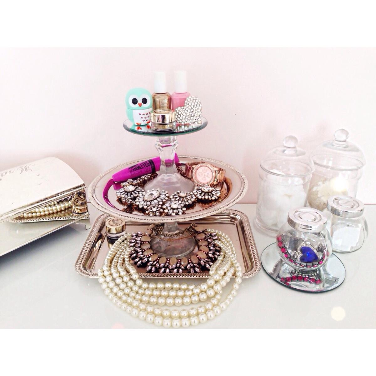 DIY Dollar Store Vanity/Jewelry Tray!